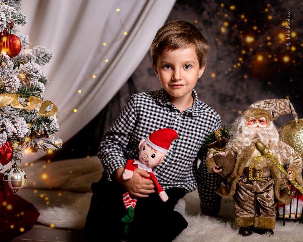 (After retouching) Christmas session with Julie Pavlova Photography. Bergen County family, maternity and newborn photographer, New Jersey