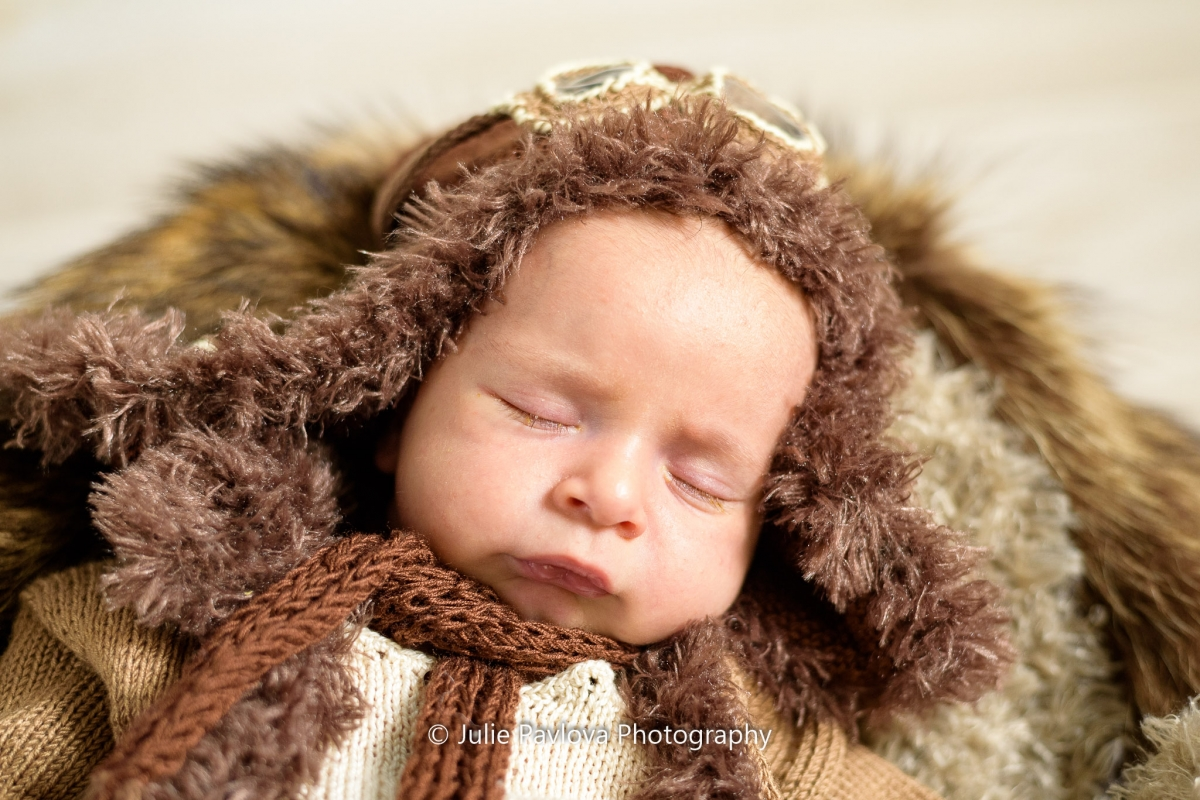 Newborn photography session by the best professional photographer in New York City and North Jersey (Bergen County, New Jersey) - Julie Pavlova Photography. Maternity  and newborn pictures, maternity and newborn photography, fine art maternity and newborn photo shoot NJ.